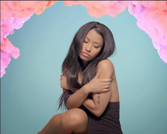 Nicki Minaj aborde un beau look! (enfin)