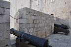 Cannons through the city wall