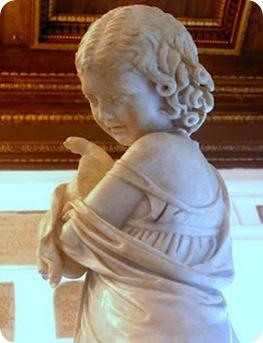 Escultura nena i colom