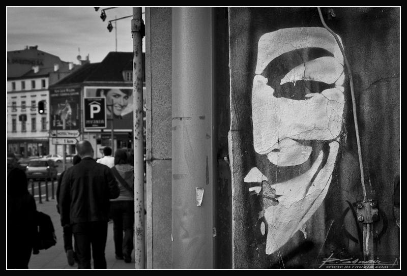 """Gdańsk. Graffiti na murze jednej z kamienic. Co ciekawe bardzo oryginalnie """"zamazane"""" przez Wujka Google. https://maps.google.pl/maps?q=gdańsk+targ&ie=UTF8&ll=54.350709,18.646376&spn=0.000414,0.000603&oe=utf-8&client=firefox-a&fb=1&gl=pl&hq=targ&hnear=Gdańsk,+Pomorskie&t=h&fll=54.350786,18.64655&fspn=0.000414,0.000603&z=21&layer=c&cbll=54.350709,18.646376&panoid=IYuwgbQbEP3CZQ7W6aY7gw&cbp=12,50.71,,3,2.72"""