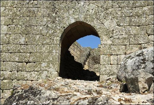 Marialva - Glória Ishizaka -  porta de entrada do castelo 1