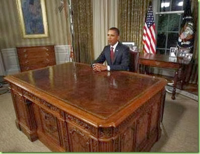 Obama_Iraq_speech,_8_31_10_ with very clean desk__1