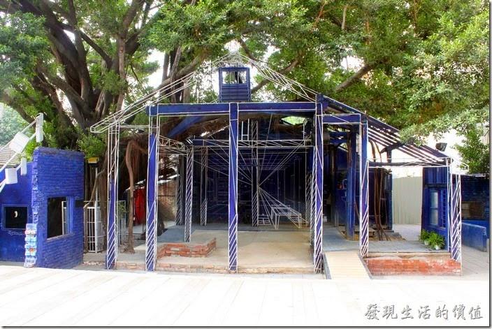 台南-西門路上司法宿舍群的藍晒圖2.0。西門路上的「藍晒圖」從原本的2D平面進化成為了3D的立體圖面了。
