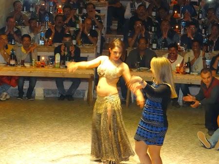 55. Dans din buric in Cappadocia.JPG