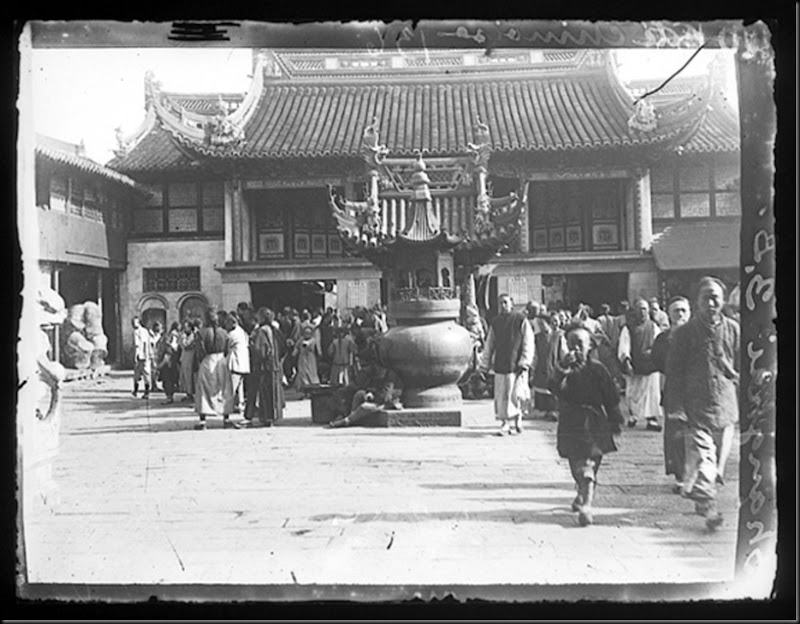 Crowd in a temple courtyard