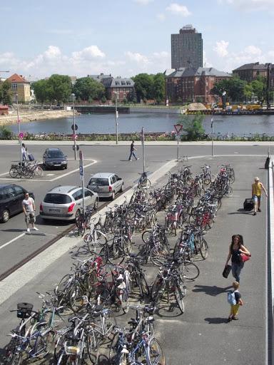 Велопарковка в Берліні