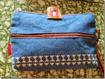 Chambray blue pouch with tribal print 02