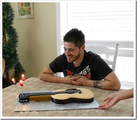 acoustic guitar cake 016b