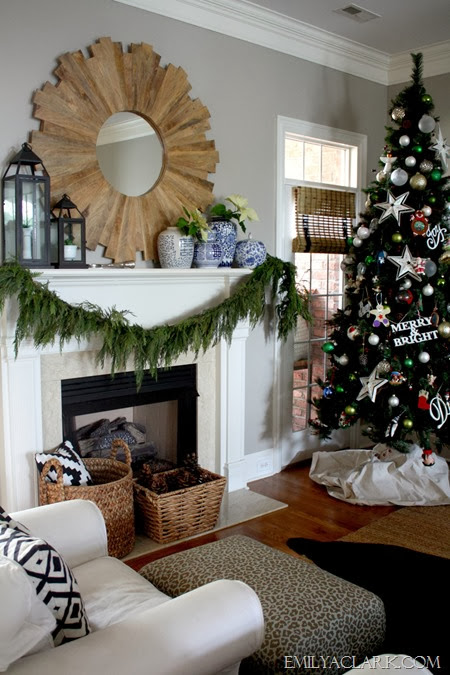 Christmas-mantel-decorating