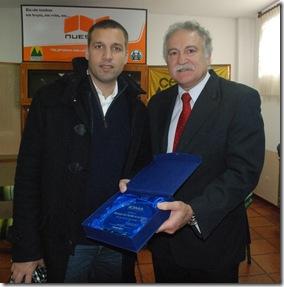 Intendente Juan PAblo de Jesús con presidente del Instituto de Obra Médico Asistencial (IOMA), Antonio La Scaleia.