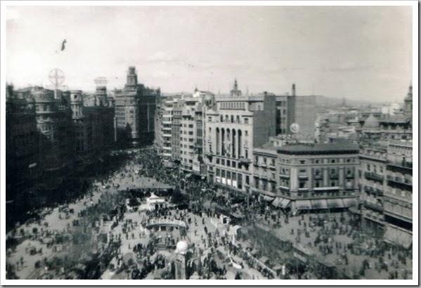 VALENCIA EN FALLAS Plaça de l'Ajuntament, 1950