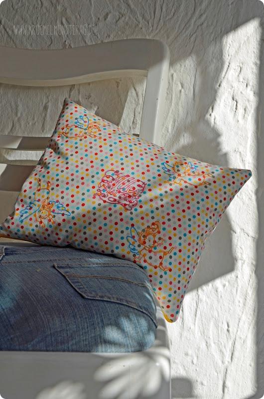 Tröstekissen (09) Embroidery FliegEngelFlieg by AnjaRieger