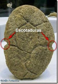 Ídolo de Orihuela - Edad del Bronce - Detalle de las escotaduras