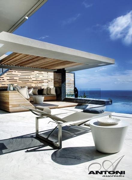 diseño-casa-de-lujo-con-piscina-vista-la-mar-Antoni-Associates