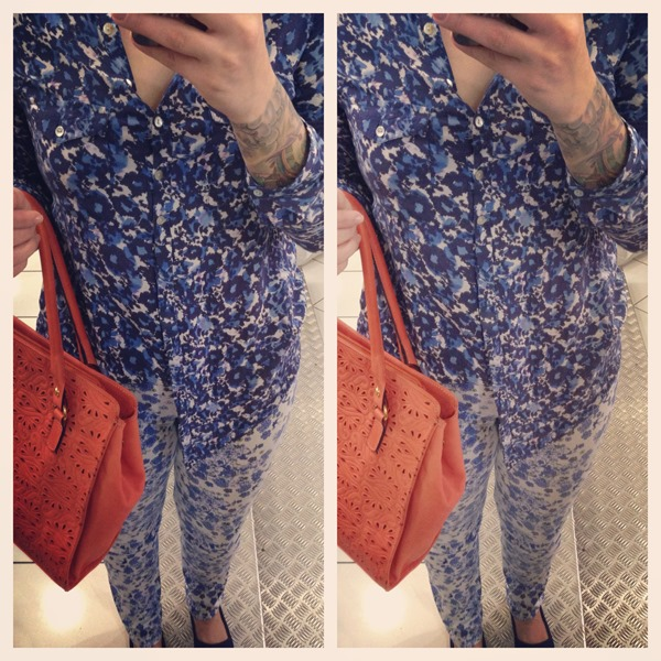 look mix de estampas azul alpargata e bolsa laranja (3)