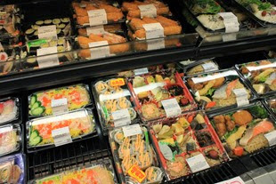 Recuperação econômica aumenta oferta de empregos no setor de alimentos e varejo
