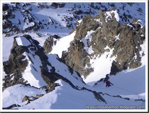 Corredor Noroeste (Izquierda) 300m AD  65º (Pico Serrato 2888m, Pirineos) 7428