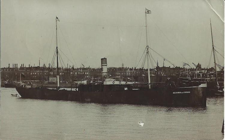 Vapor SEGUNDO DEL CERRO en el puerto de Rotterdam. Colección Manuel Rodriguez Aguilar.jpg