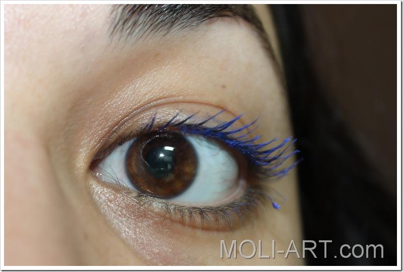 mascara-de-pestañas-azul