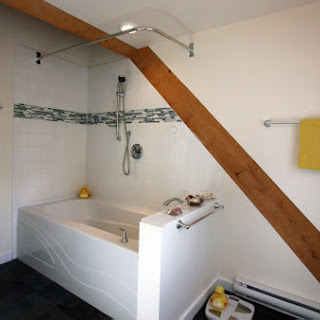 Main bathroom in dormer in loft (Foto by Ted Grant)