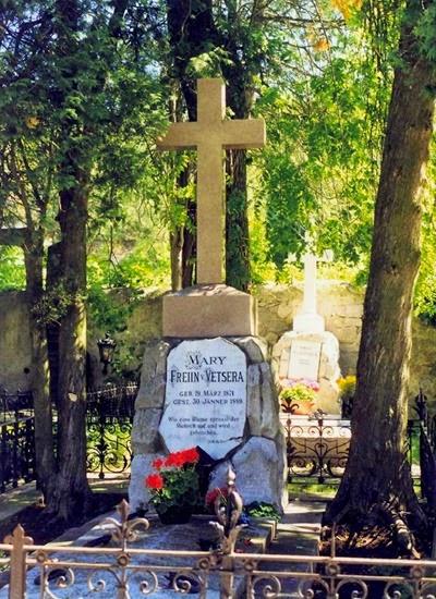 Heiligenkreuz,_grób_kochanki_arcyksięcia_Rudolfa_-_Mary_von_Vetsera_(grave_of_archduke_Rudolf's_lover_-_Mary_von_Vetsera)