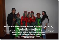 """Tari """"Mamosok"""" di Festival Lomba Seni Siswa Nasional, FLS2N TIngkat Provinsi Riau (1)"""
