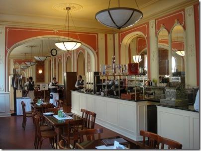 Cafe Louve