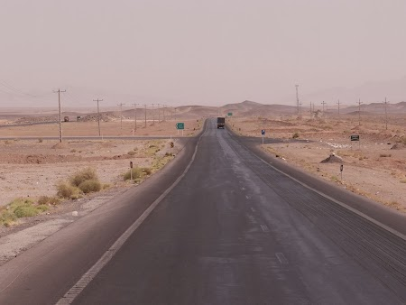 16. Autostrada in desert.JPG
