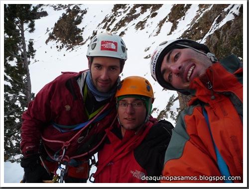 Cascada Mamporros para todos 100m WI4 ,III 90º (Aigualluts, Benasque, Pirineos) (Omar) 0463
