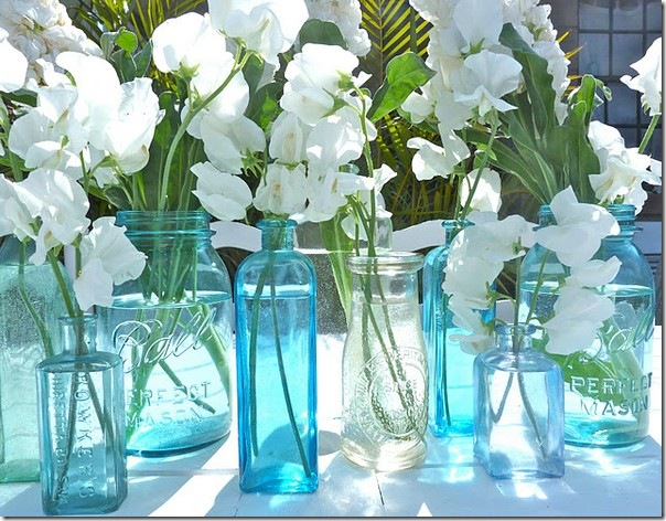 blue vases white flowers