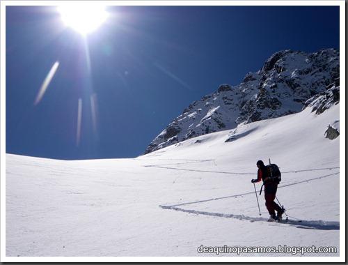 Arista NO y Descenso Cara Oeste con esquís (Pico de Arriel 2822m, Arremoulit, Pirineos) (Isra) 9401