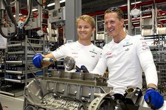Michael Schumacher Und Nico Rosberg Zu Besuch Bei Mercedes Amg I