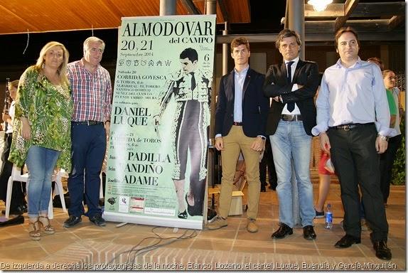 De izquierda a derecha los protagonistas de la noche, Blanco, Lozano, el cartel, Luque, Buendía y García-Minguillán