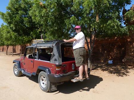 Vizita Bagan: jeep Myanmar