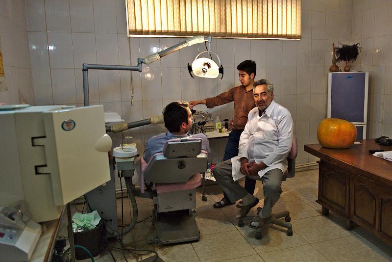 Primul dentist, cel din Marand. Sa spunem ca nu era un loc in care as fi vrut sa rezolv problema.