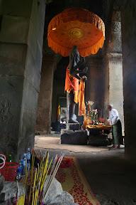 Die meisten Kambodschaner sind Theravada Buddhisten, ihr Ursprung liegt jedoch im Hinduismus.