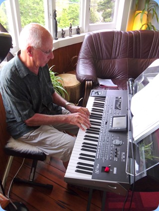 John Perkin couldn't stay long but had some fun on the Korg Pa3X entertaining us with some lovely arrangements