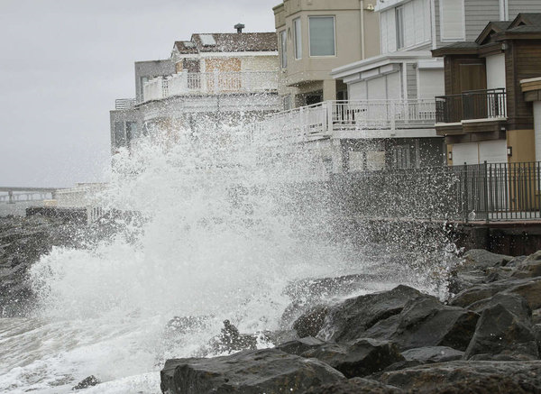 Strong waves precede Sandy in Longport. After Hurricane Sandy in 2012, scientists decided to help local officials plan for such scenarios by advancing recent research. Photo: MICHAEL S. WIRTZ / Staff Photographer