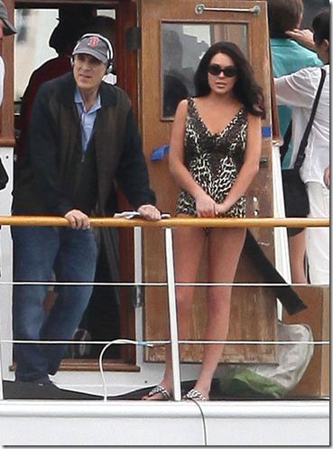 Lindsay Lohan Gets Back Work Bikini WYEJ7QsNsKhl