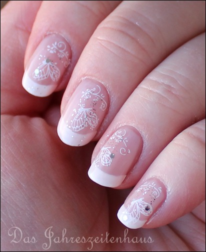 French Manicure mit Schmetterling 4