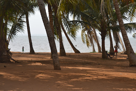 7. Plaja Ekpui, Togo.JPG