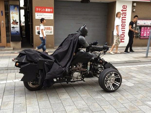 batman-batpod-chiba-tokyo-highway-cosplay-driver-expressway-japan-4.jpg