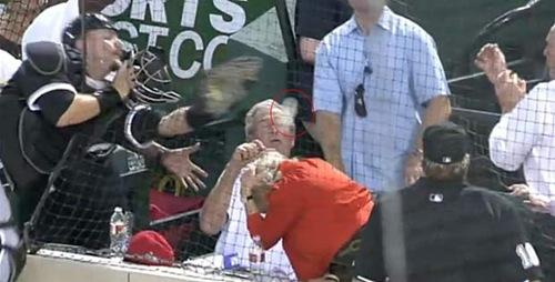 George W. Bush quase é atingido por bola durante jogo de beisebol