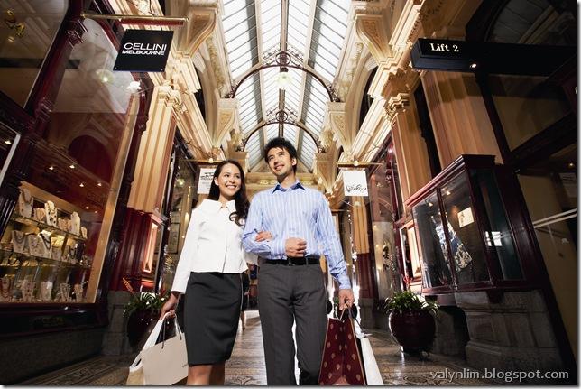 Block Arcade-Shopping Couple