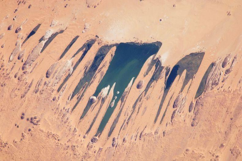 lakes-of-ounianga-0