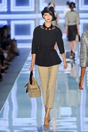 Christian-dior-SPRING-2012-RTW-podium-012_runway