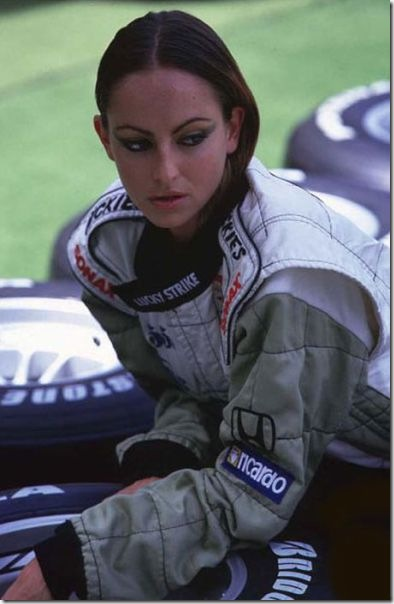 sexy-pit-girls-racing-16