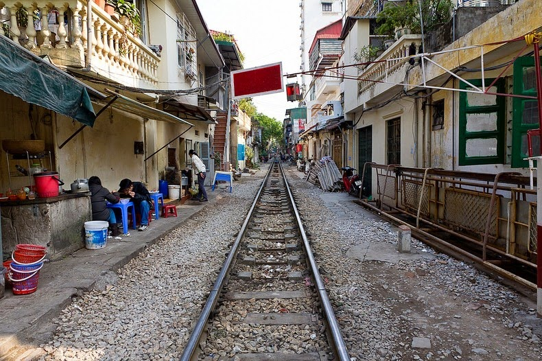 hanoi-train-track-5