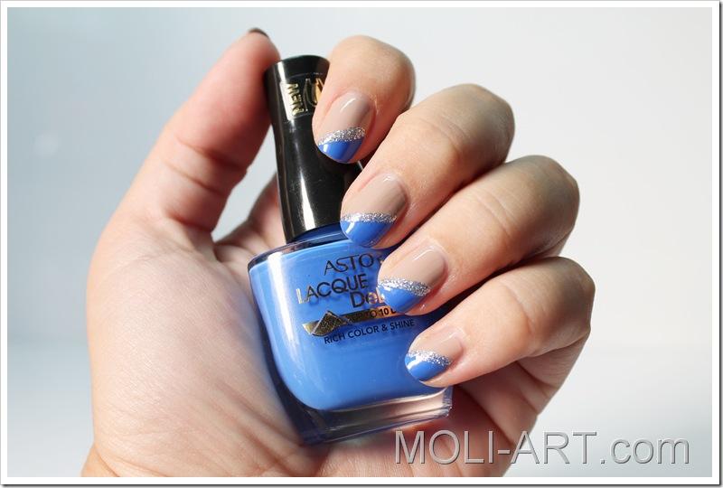 manicura-azul-y-nude