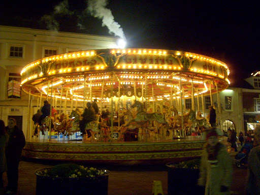 When the carousel stopped to change 'passengers', I took advantage of the opportunity to get another photo.